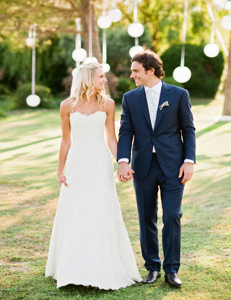 KELLIE'S SLIM FITTED LACE WEDDING DRESS