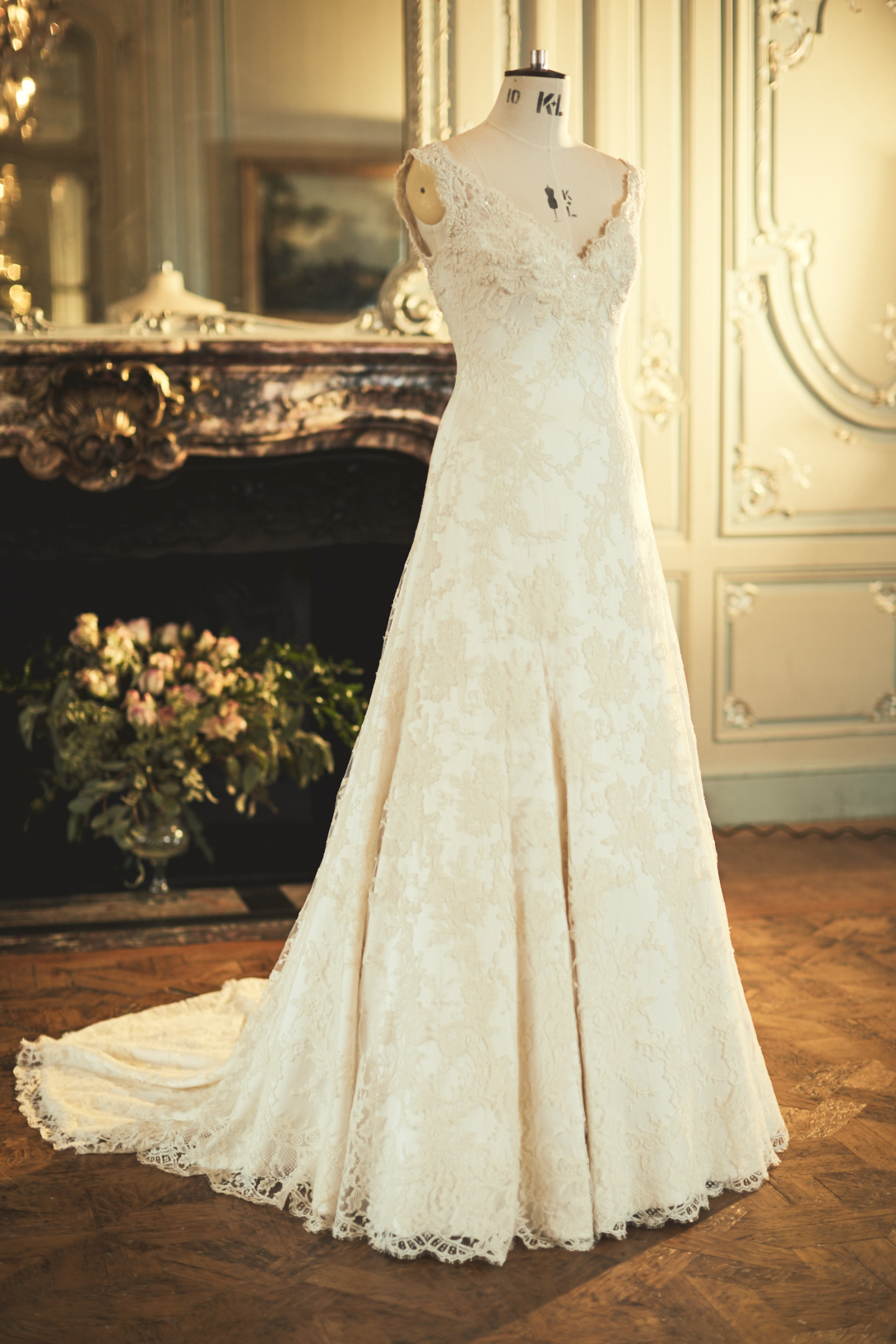 THE BESPOKE LACE WEDDING DRESS