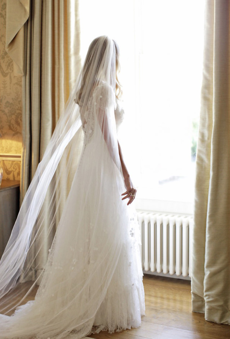 Phillipa-Lepley-Lace-Wedding-Dress-and-silk-tulle-veil b