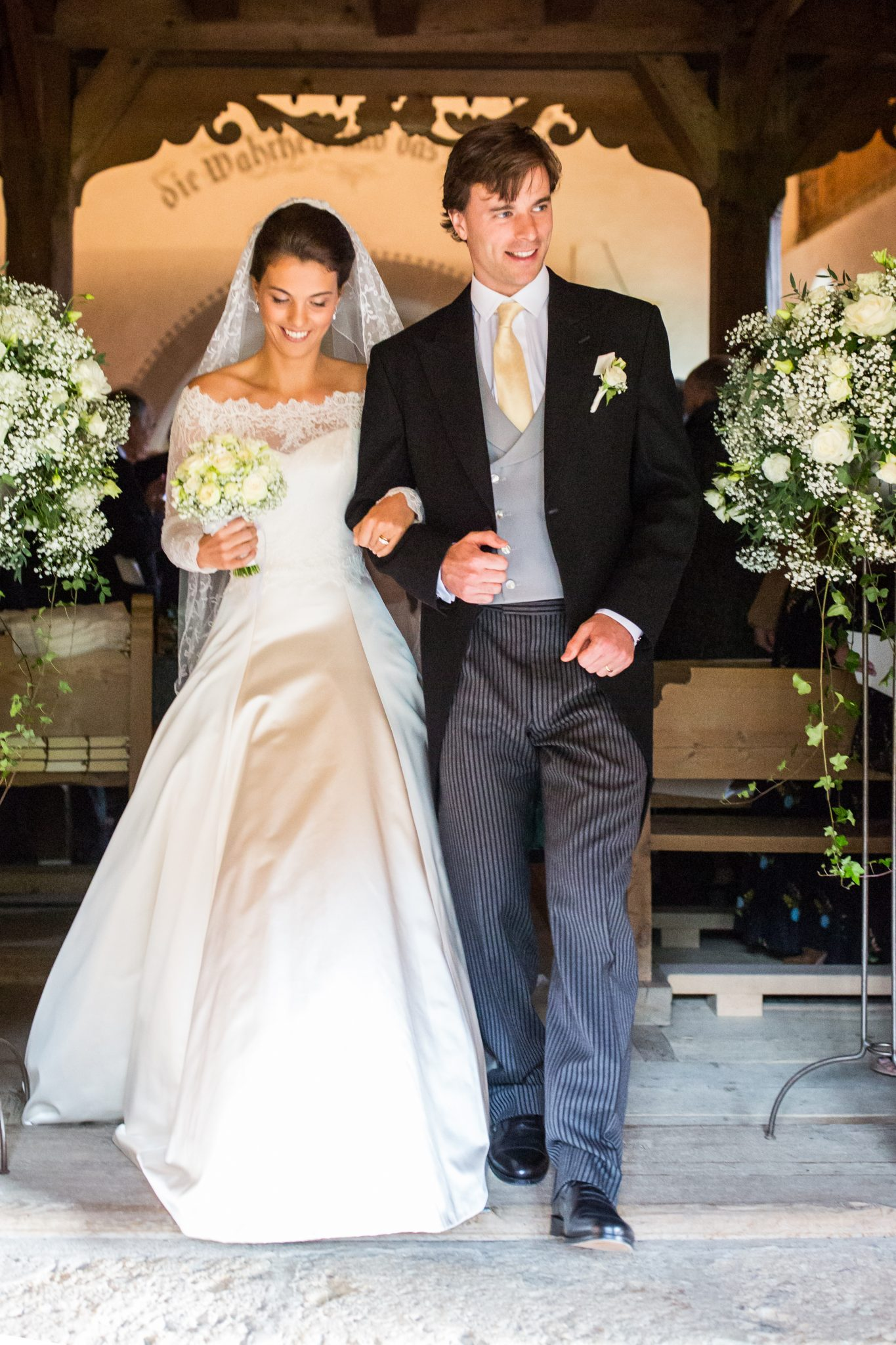 Phillipa-Lepley-Couture-Wedding-Dress-with-Family-Veil-London