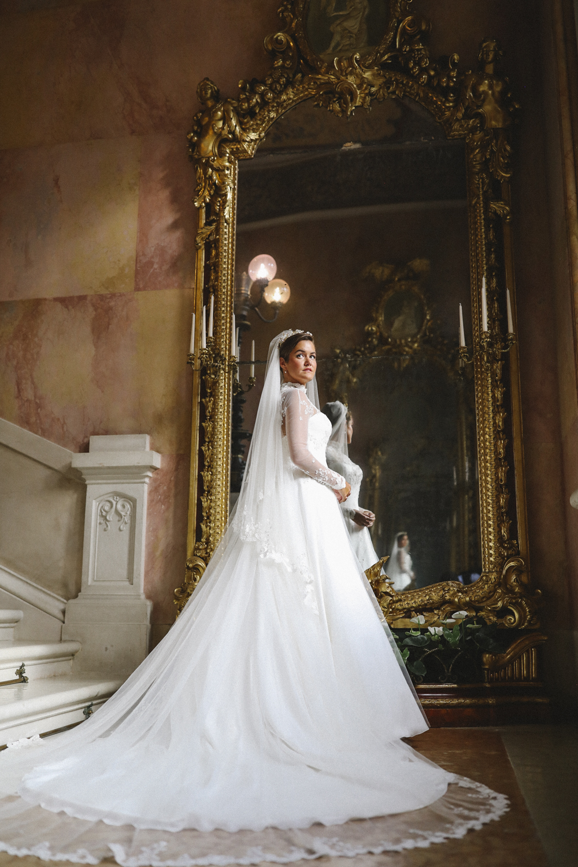 An italian dream rosie londoner 39 s lake garda wedding for Wedding dress outlet london